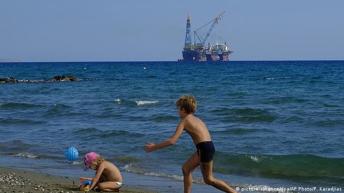 Zypern Bohrinsel (picture-alliance/dpa/AP Photo/P. Karadjias)