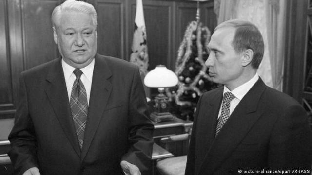 Russland Boris Jelzin and Wladimir Putin 1999 (picture-alliance / dpa / ITAR-TASS)