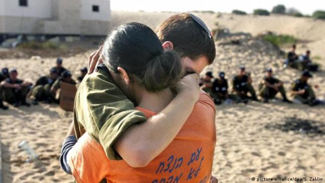 Israel Räumung Gazastreifen 2005 (picture-alliance / dpa / S. Zaklin)