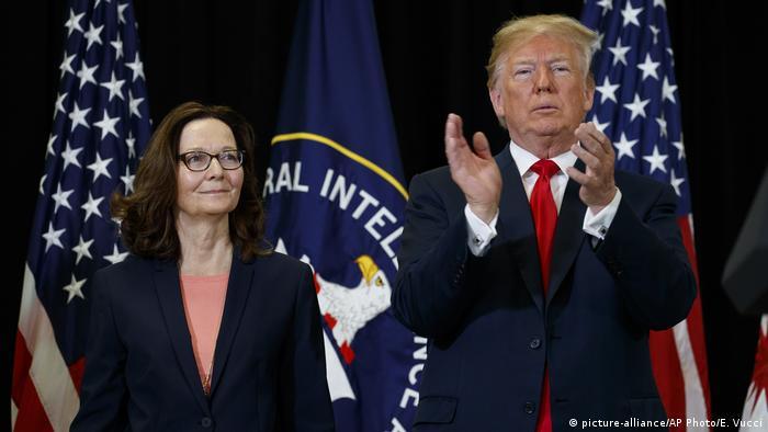 US President Donald Trump and CIA Director Gina Haspel (picture-alliance/AP Photo/E. Vucci)