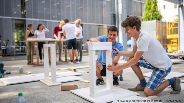 Para este aniversario 100, estudiantes de arquitectura de la Universidad de la Bauhaus crean sitios informativos. Aquí, los bocetos. (Bauhaus-Universität Weimar/Foto: Thomas Müller)