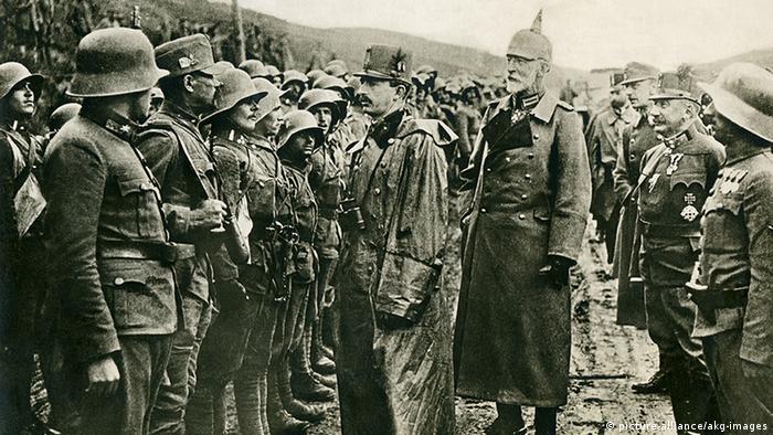 Car Karlo obilazi svoju vojsku u Galiciji