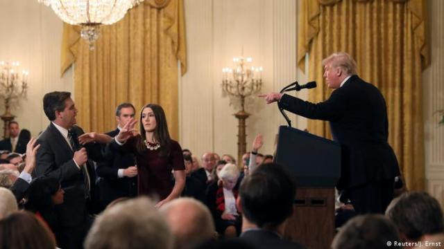CNN journalist Jim Acosta and US President Donald Trump during their confrontation (Reuters / J. Ernst)