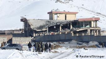 Afghanistan Maidan Wardak: Collapsed after car bomb roof of military base (Reuters / Stringer)