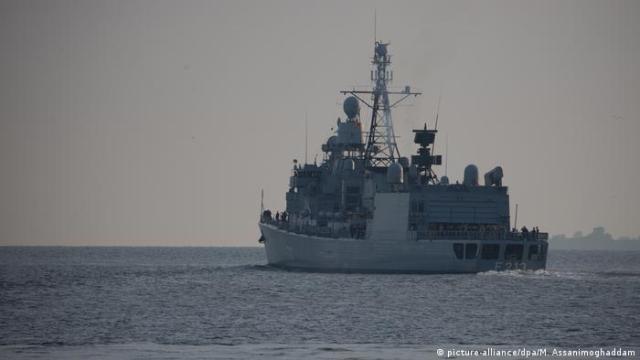 Fregatte Augsburg läuft zur Operation Sophia aus NEU (picture-alliance / dpa / M. Assanimoghaddam)