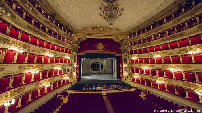 Fascination with opera  Scala theater in Milan, Italy (picture-alliance / Prisma / S. Mats)