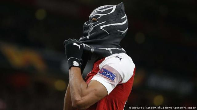 Pierre-Emerick Aubameyang als Black Panther (picture-alliance / Xinhua News Agency / M. Impey)