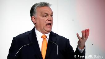 Орбан: Ліберальні демократи хочуть замінити населення Європи й за допомогою мігрантів ісламізувати континент