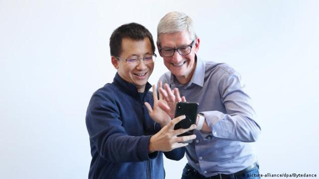 Picture of ByteDance CEO Zhang Yiming, while receiving a visit from Apple CEO Tim Cook
