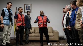 Mosambik Beira Präsident Filipe Nyusi spricht mit Hilfsorganisationen (Getty Images/AFP/Y. Chiba)