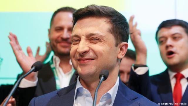 Володимир Зеленський святкує перемогу