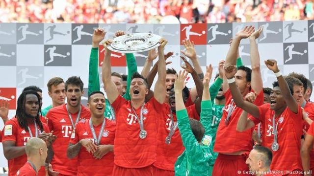 Bundesliga 34. Spieltag | FC Bayern München - Eintracht Frankfurt | Meisterschaftsfeier Bayern (Getty Images / AFP / J. MacDougall)