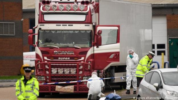 Großbritannien | 39 Leichen in LKW Container gefunden (picture alliance/dpa/S. Rousseau)