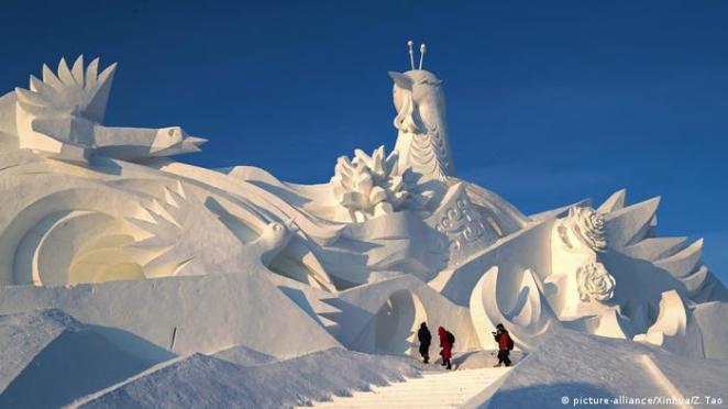 BDTD China Harbin snow sculpture exhibition (picture-alliance / Xinhua / Z. Tao)