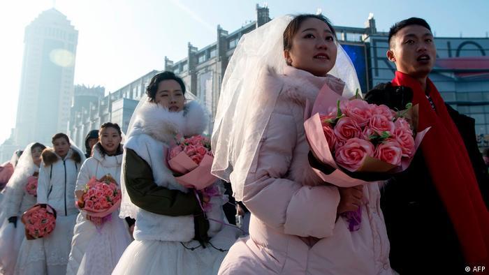 China Harbin Ice & Snow Festival Couples (AFP)