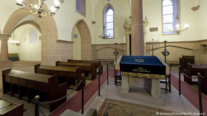 Worms Synagogue (picture-alliance / dpa / U. Anspach)