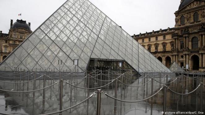 France | Tourism and Corona | Paris Louvre (picture-alliance / dpa / C. Ena)