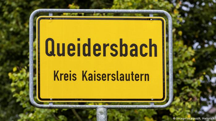 The road sign entering the Queidersbach town in Germany, near Kaiserslautern, picture in 2018. (Imago Images/A. Hettrich)