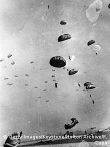 24th March 1945: Paratroopers of the 17th US Airborne Division descending near Wesel in Germany during the Allied Airborne Army operation to secure the Rhine crossing. (Getty Images/Keystone/Hulton Archive/R. Capa)