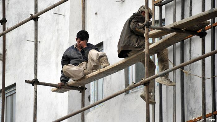 Arbeiter auf Baugerüst in Afghanistan (Foto: AFP/Getty Images)