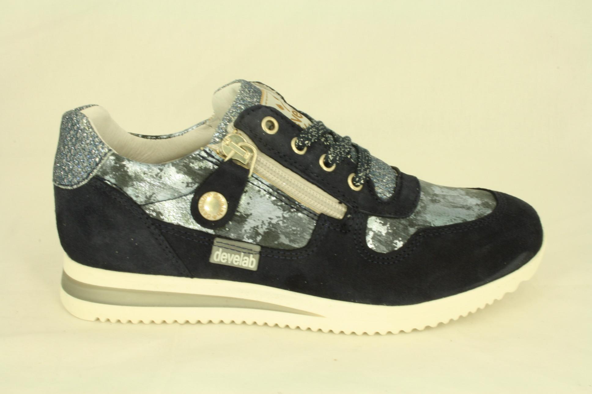 319ce7c6801 Dwars schoen- en sportmode - Develab: 41528, blauwe meisjes sneaker ...