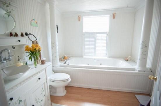 house tour cottage large bathroom