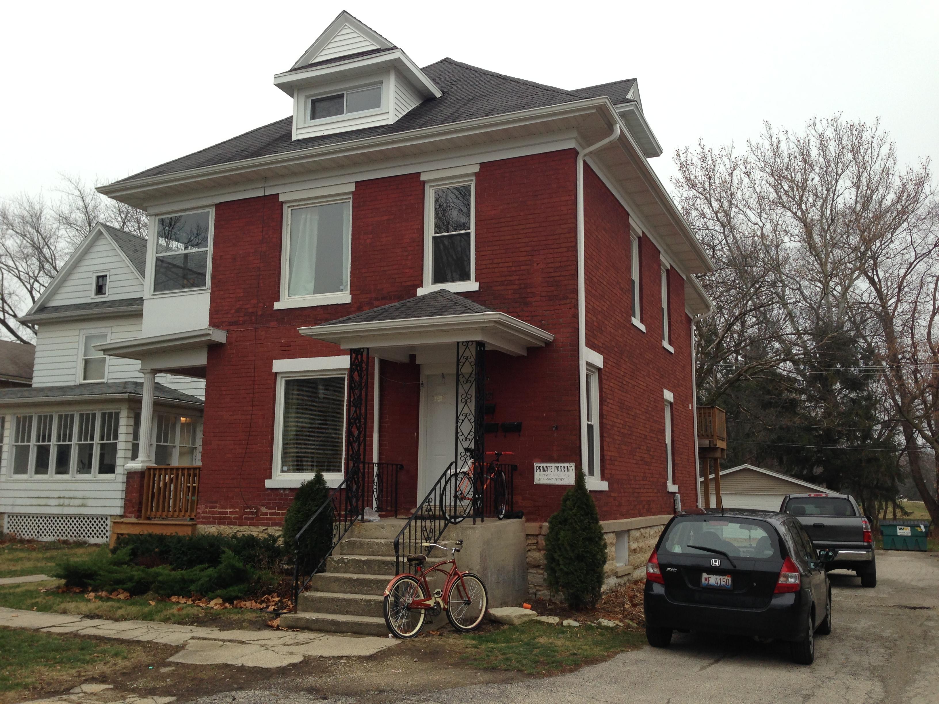 522 College Ave, DeKalb, IL 60115 (1-4 Blocks Away)