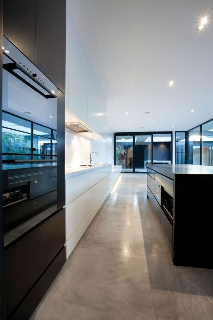 Contemporary-kitchen-island-in-black