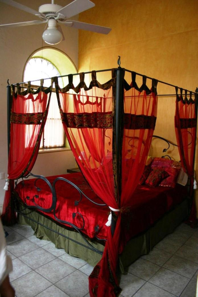 Four Poster Bed With Red Bed Curtains