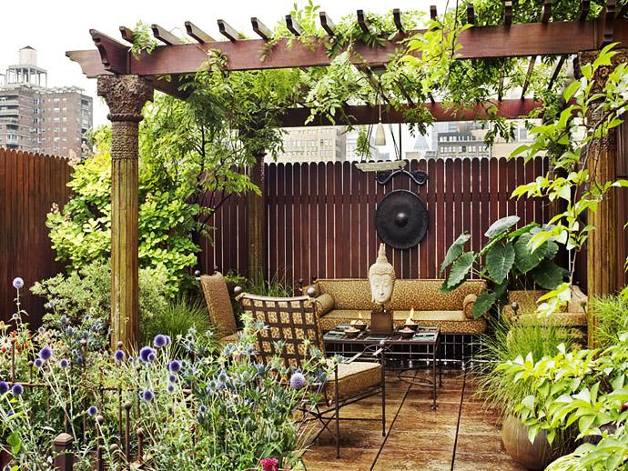 Relaxing Zen Roof Garden with Outdoor Living Space