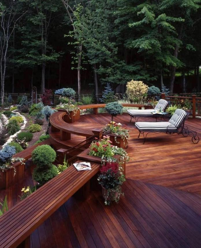 beautiful-deck-at-the-backyard