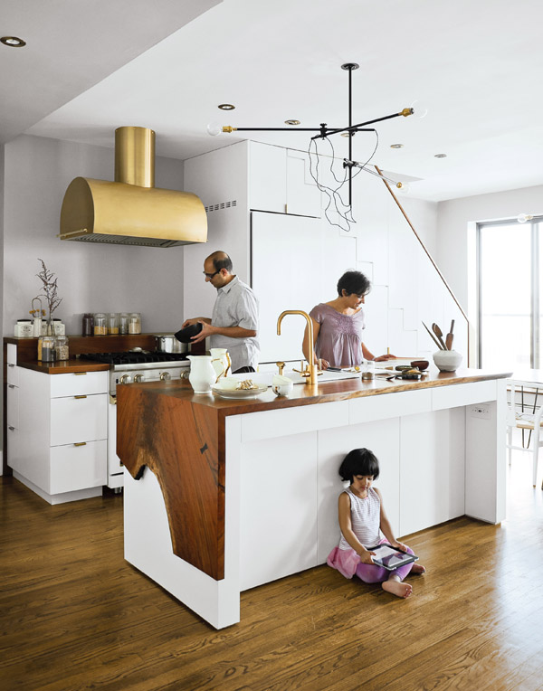 brass-accents-kitchen-fixtures