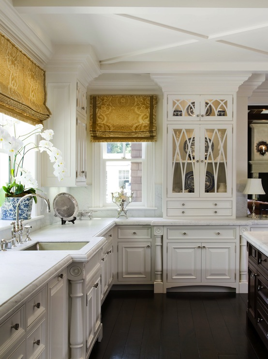 Luxury traditional-kitchen