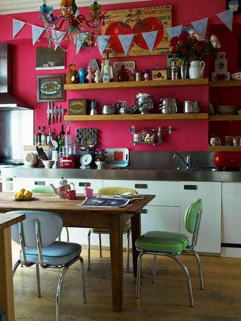 eclectic-kitchen-with-pink-wall