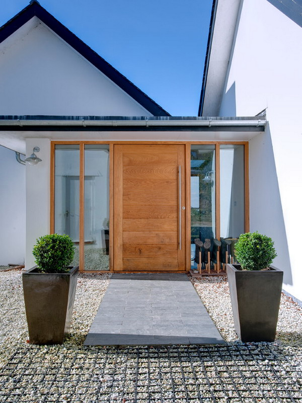 Contemporary-Small-Front-Patio-Entry-Design