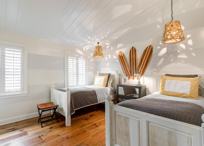 Modern-Beach-House-Kids-Room