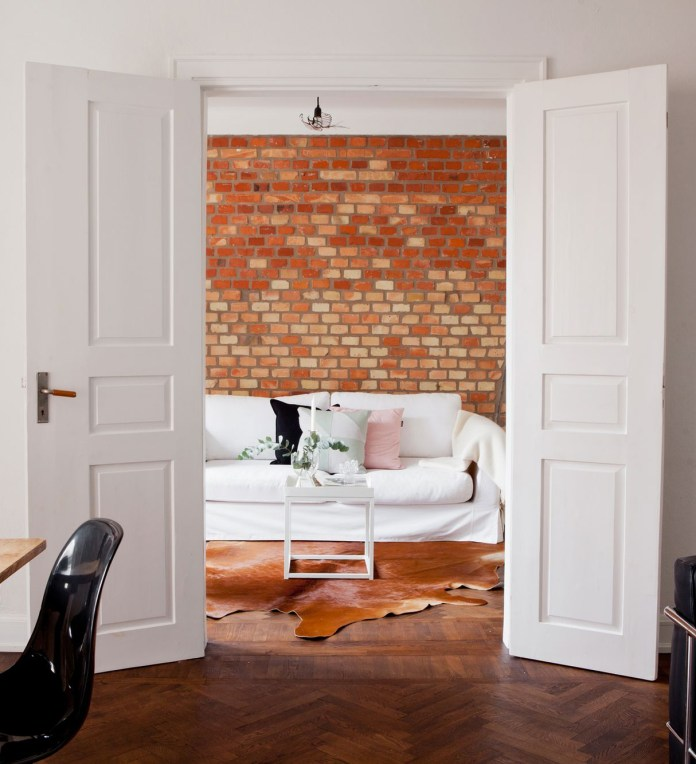 Living Room With Exposed Brick Wall (16)