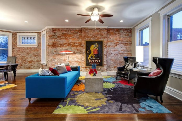 Living Room With Exposed Brick Wall (20)