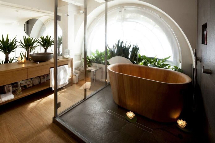 Amazing Bathrooms With Wooden Bathtub (12)