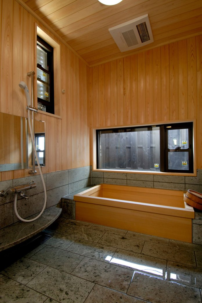 Amazing Bathrooms With Wooden Bathtub (24)