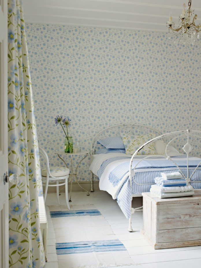 Fresh Ivory & China Blue Color Wallpaper