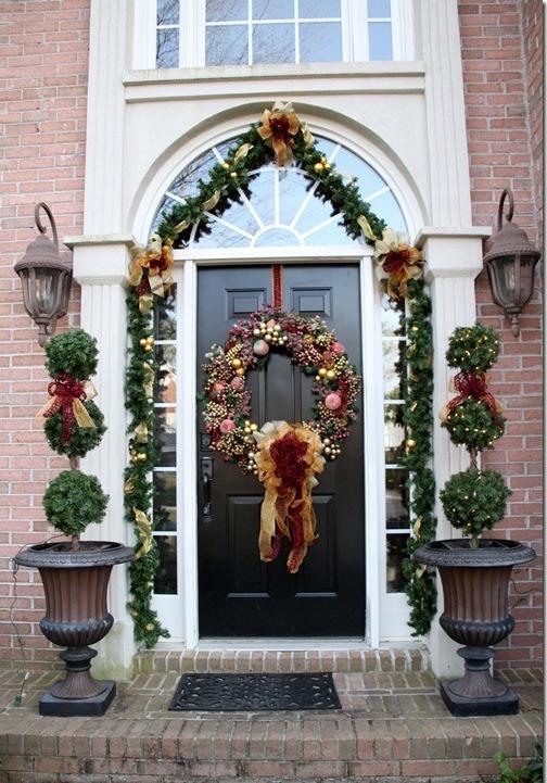 big-front-door-christmas-wreath