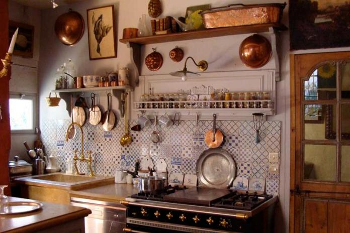 country-kitchen-with-eclectic-mix
