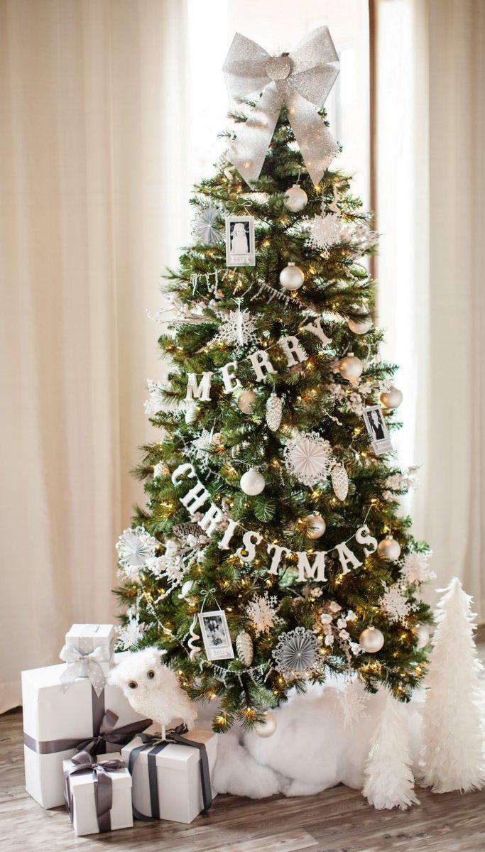 glittered-wood-letter-garland-christmas-tree