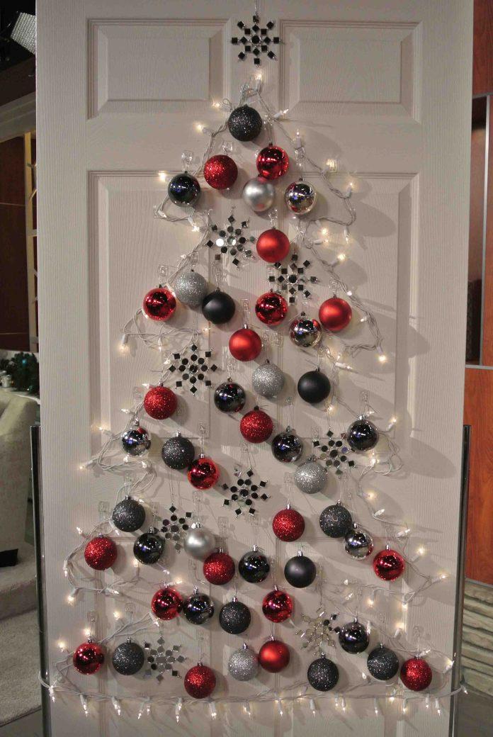 simple-christmas-door-shiny-bells-decorating-ideas