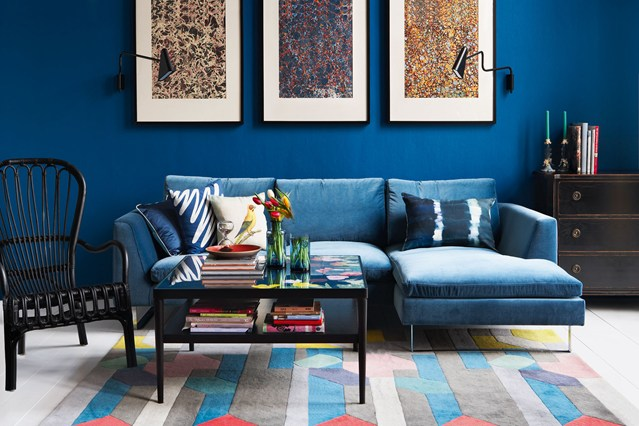 small-living-room-with-corner-sofa