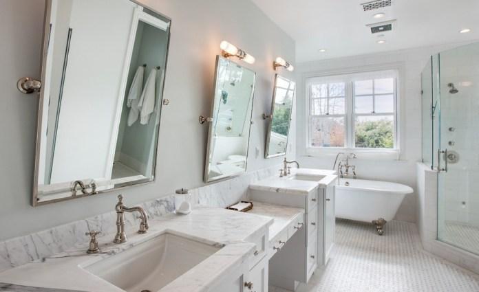 Beach-Style Bathroom With Bathtub