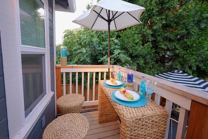 Small Craftsman Balcony Design