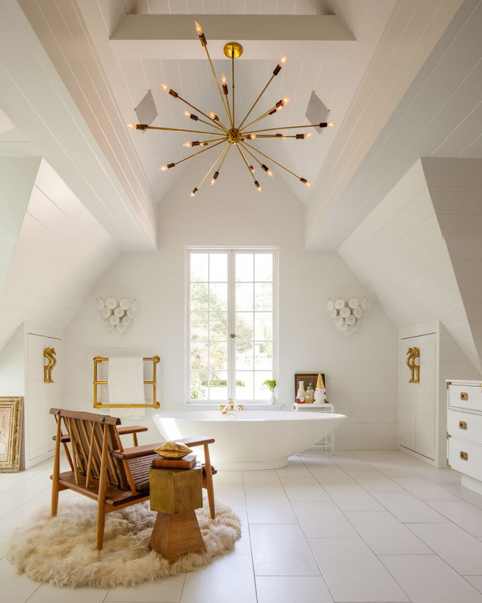 Luxurious Bathroom With White & Gold Combination