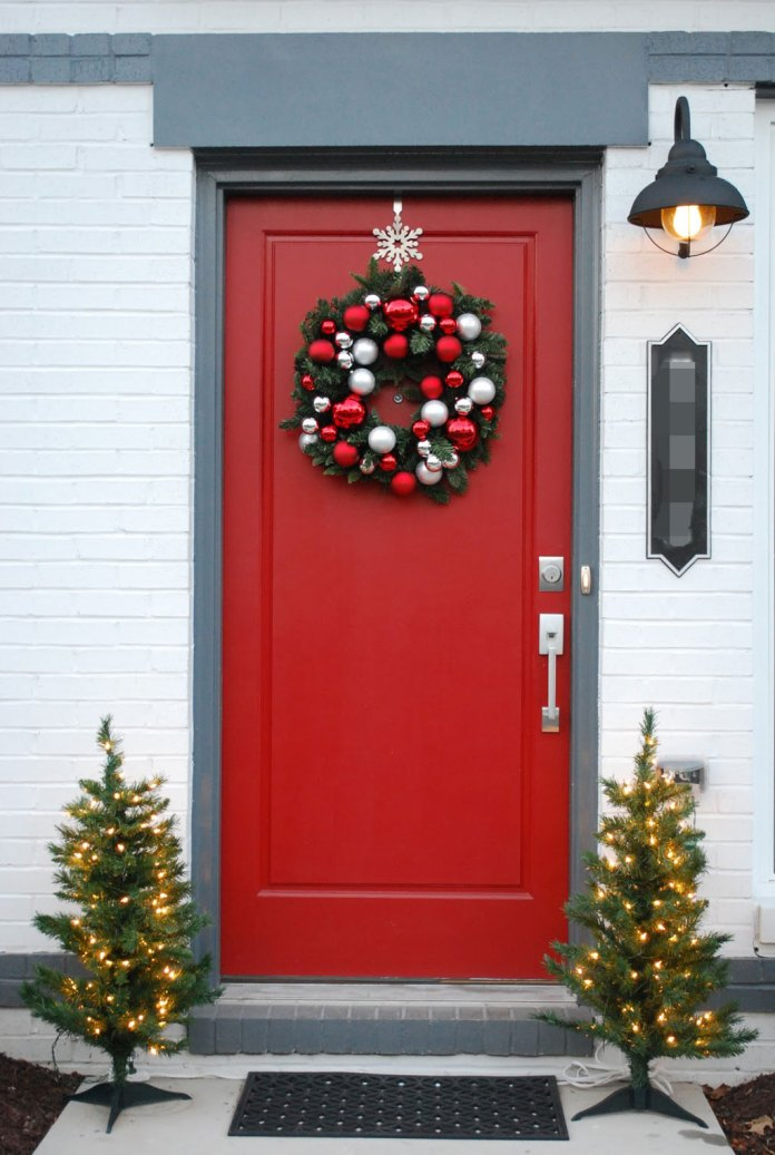 Snowflake-chrismas-door-decor-dwellingdecor
